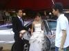 新郎和新娘下车了!